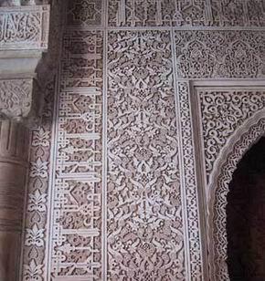 3- Decoración en estuco de yesería de la Alhambra